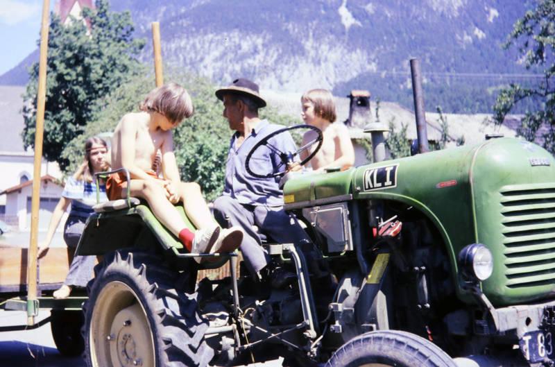 nackt traktor fahren