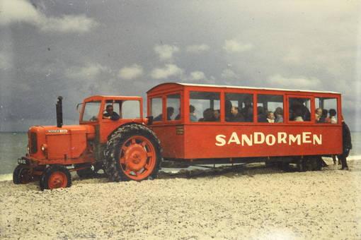 Traktor mit Touristenanhänger