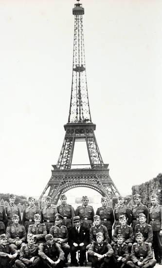 Armee, Eifelturm, Eiffelturm, Gruppenbild, gruppenfoto, krieg, Paris, soldat, Uniform, Wehrmacht