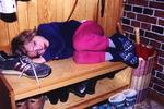 Schlafplatz im Schuhregal