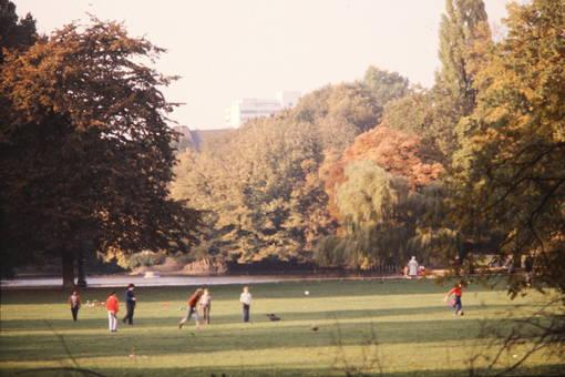 Fußball im Volksgarten