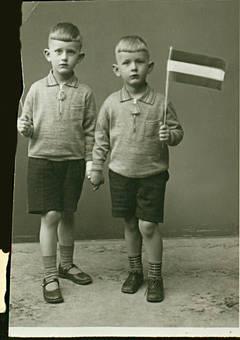 Papa und sein Bruder 1933