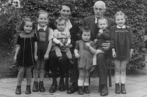 Großeltern mit ersten 6 Enkeln