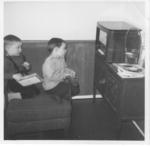 Kinder vor dem Radio, ca 1965