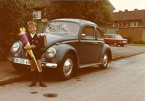 Erster Schultag am Auto