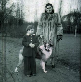 Mutter, Sohn und Hund