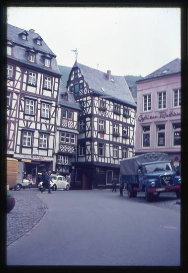 Bernkastel-Kues, fachwerkhäuser, käfer, LKW, Marktplatz, Mosel, PKW, vw