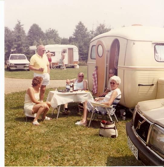 Campingplatz, Peugeot, Peugeot 505, volvo, Volvo-240, Wohnwagen