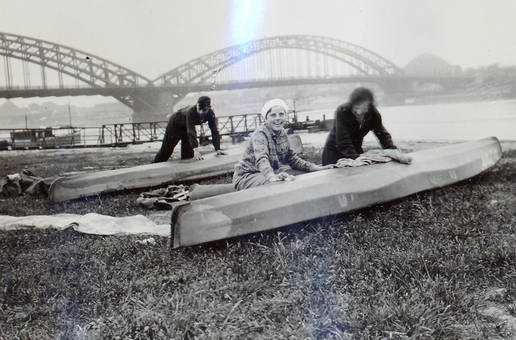 Kanuten am Rhein