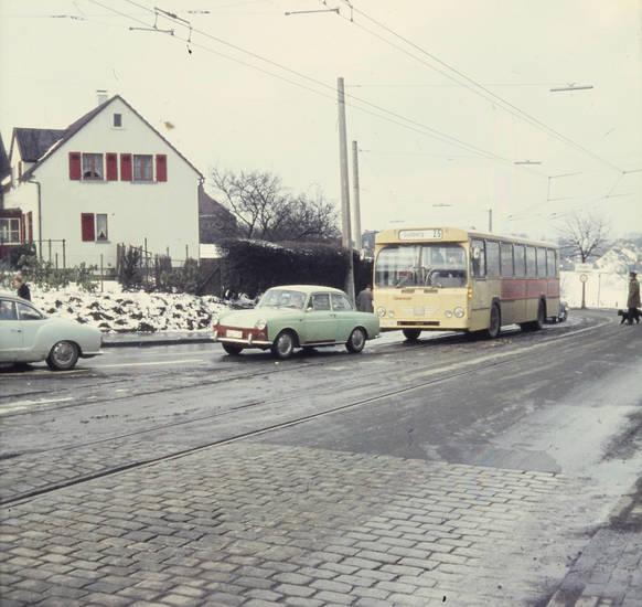 auto, bus, kopfsteinpflaster, Oberleitung, PKW, schnee, Straßenbahnschienen, verkehr