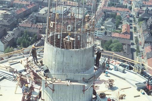 Bau eines Fernmeldeturms