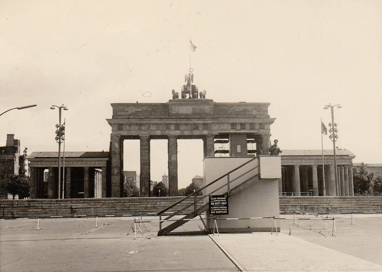 https://d2upmi9jmg2f2.cloudfront.net/image_files/processed_attachments/000/010/474/V2/medium/Klassenfahrt_Berlin_-_Brandenburger_Tor.JPG