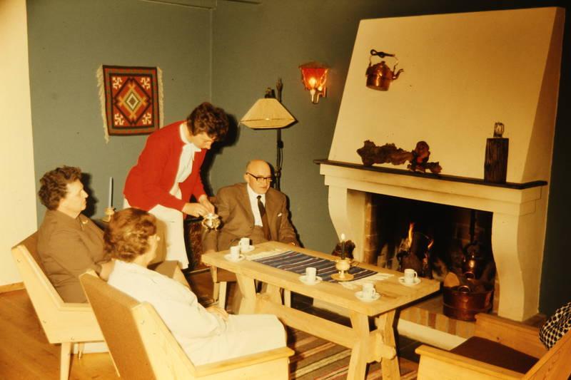 einrichtung, kaffee, Kamin, kaminfeuer, kelim, kessel, stehlampe, tee, Wandlämpchen, wohnzimmer