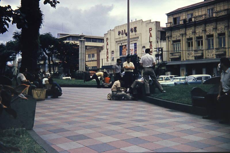 Alltagsszene, havanna, Kinopalast, Kuba, Oldtimer