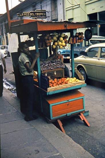 auto, essen, havanna, Kuba, Obst, Obstladen, Oldtimer, verkäufer, volvo-amazon