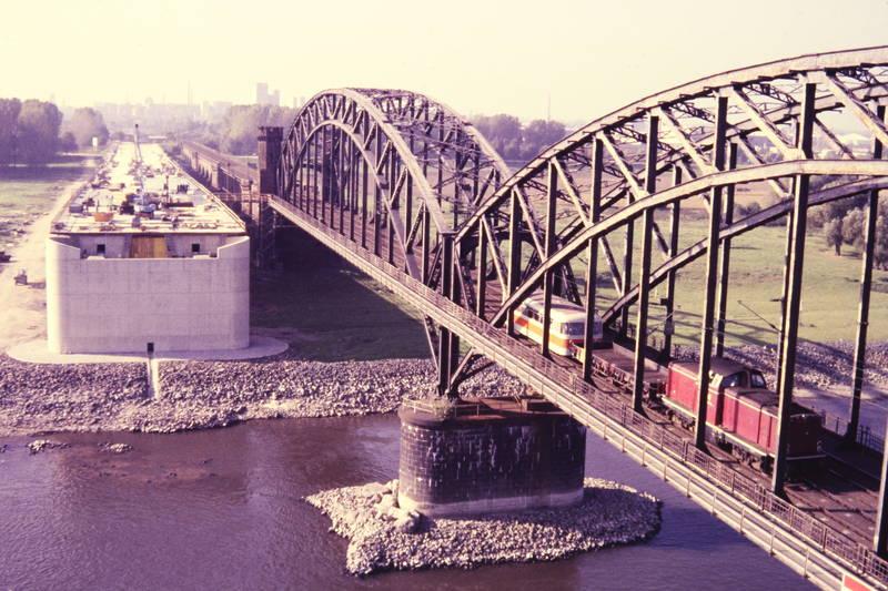 Düsseldorf, Hammer Eisenbahnbrücke, Rheinbrücke