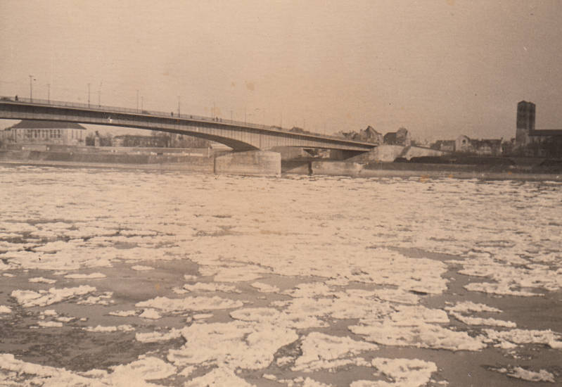 Deutzerbrücke, Eisschollen, köln, Rheinufer