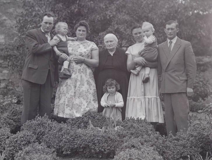 anzug, familie, familienfoto, gruppenfoto, kleid