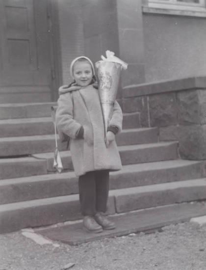 Einschulung, Erster Schultag, Kindheit, mädchen, Schultüte, schulzeit