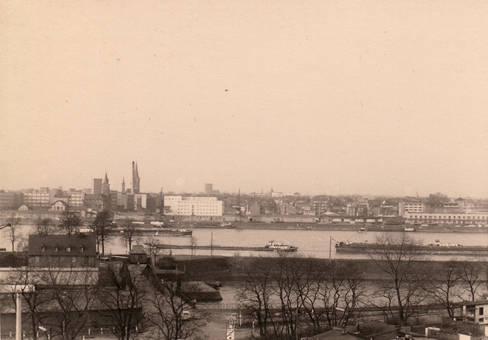Blick auf das Rheinufer Köln