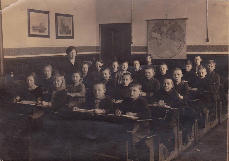 Bank, Klassenfoto, Klassenzimmer, lehrer, Schüler, Schulklasse, weltkarte