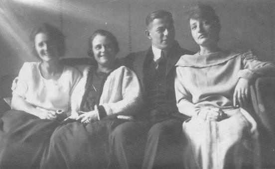 Ein Mann und 3 Frauen