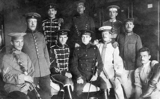 Männer in Uniformen