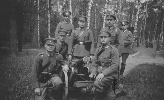 Soldaten am Gewehr