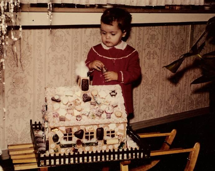Kindheit, Knusperhäusschen, lebkuchen, Lebkuchenhaus, schlitten, Weihnachten