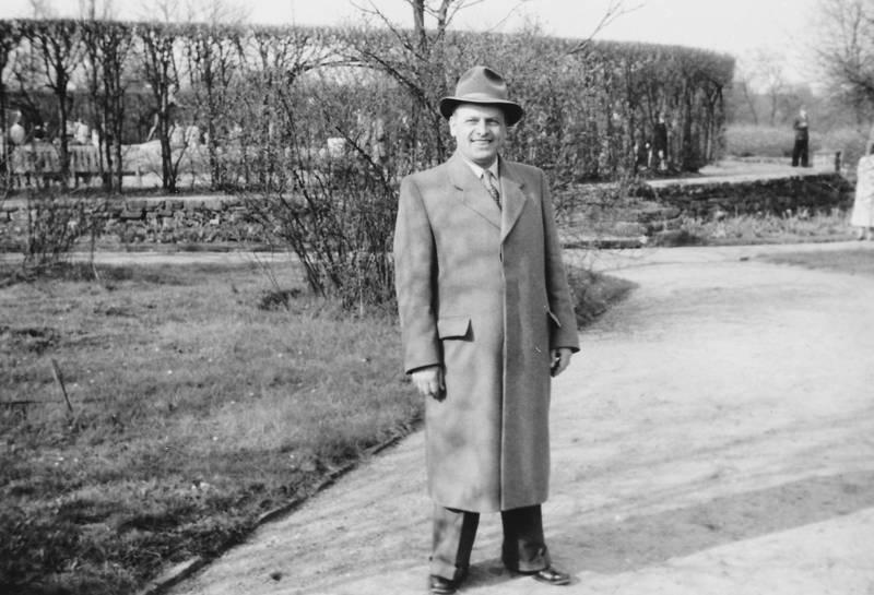 Mann mit Mantel und Hut WDR Digit