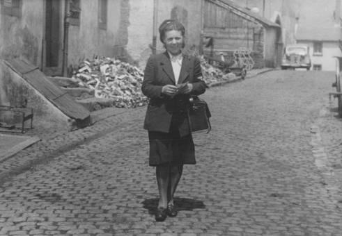 Frau auf Straße