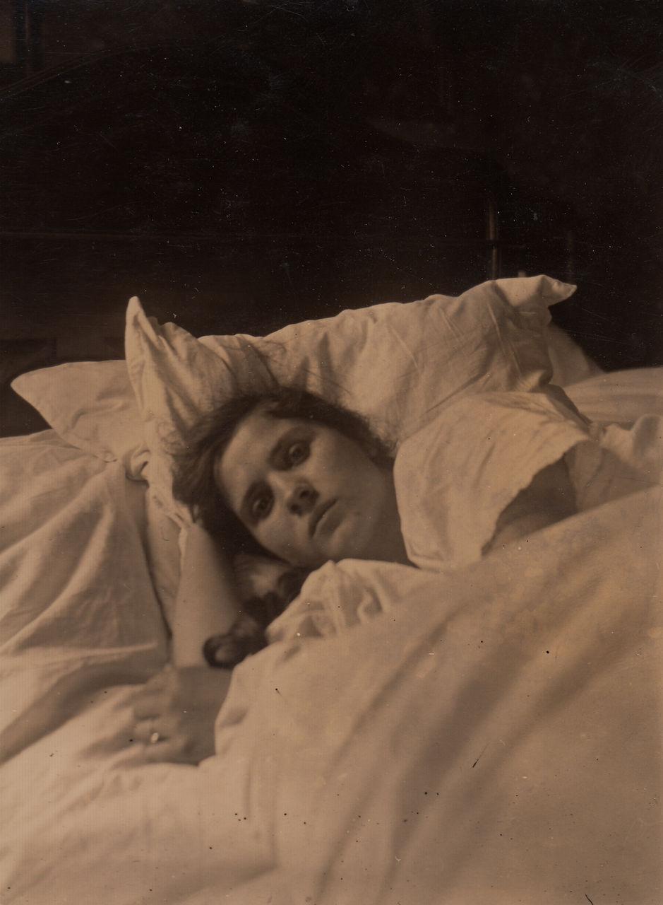 Frau Im Bett Wdr Digit