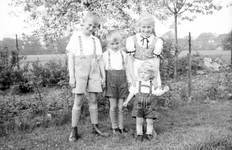 Boys in kurzen lederhosen