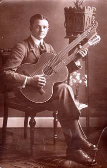 Mein Großvater mit Gitarre