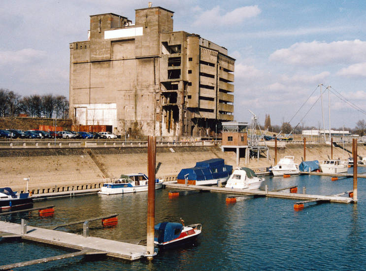 Duisburg, Innenhafen, Speicher
