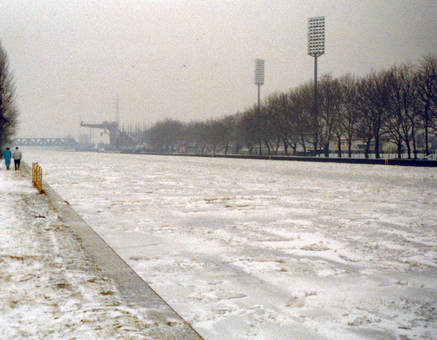 Gefrorener Rhein-Herne-Kanal