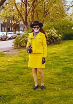 Gelbes Kostüm