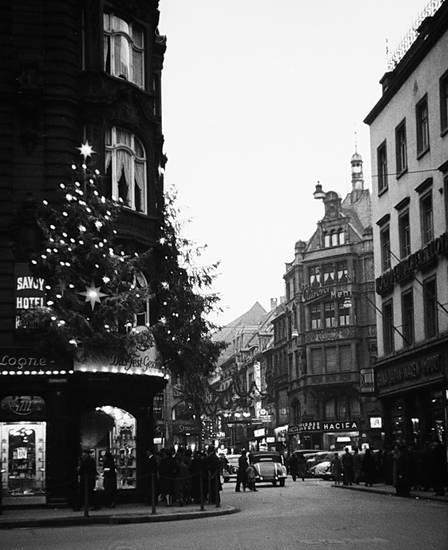 1937, auto, Deko, Dekoration, KFZ, köln, Lichterkette, PKW, Wallrafplatz, Weihnachten, weihnachtsdekoration