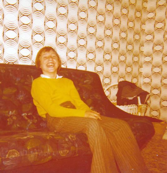 kind, lachen, sofa