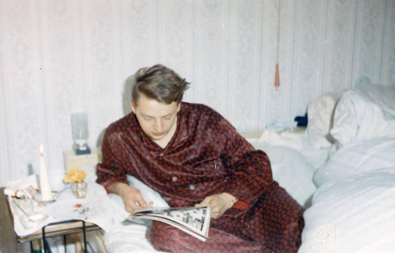 Pyjama, Schlafanzug, tablett, zeitung