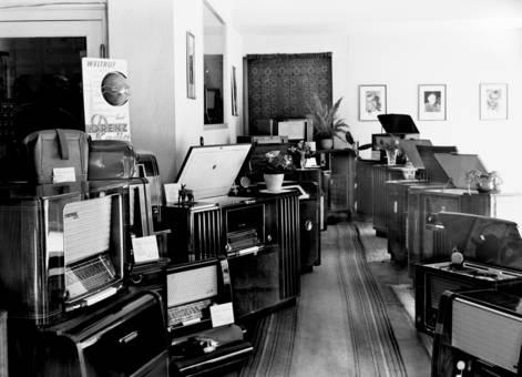 Radiogeräte und Musiktruhen
