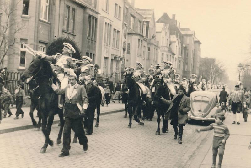 karneval, köln, nachlass inge, Pferd, rosenmontag, trompete, verkleidung