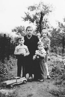 Oma mit Enkelkinder