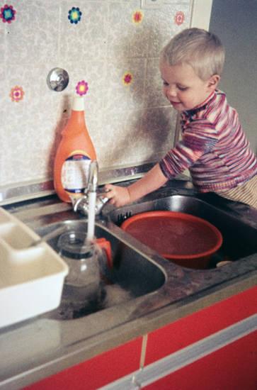 Kindheit, Küchenhilfe, pril, prilblume, teekanne, Wasserhahn