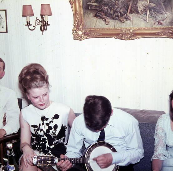Gitarre, musik, sofa