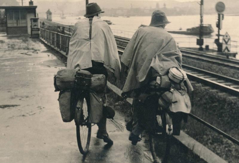 Ehrenbreitstein, eisenbahnschienen, fahrrad, fahrrad fahren, Fahrradtour, fluss, Gepäck, Koblenz, regenponcho, Schienen