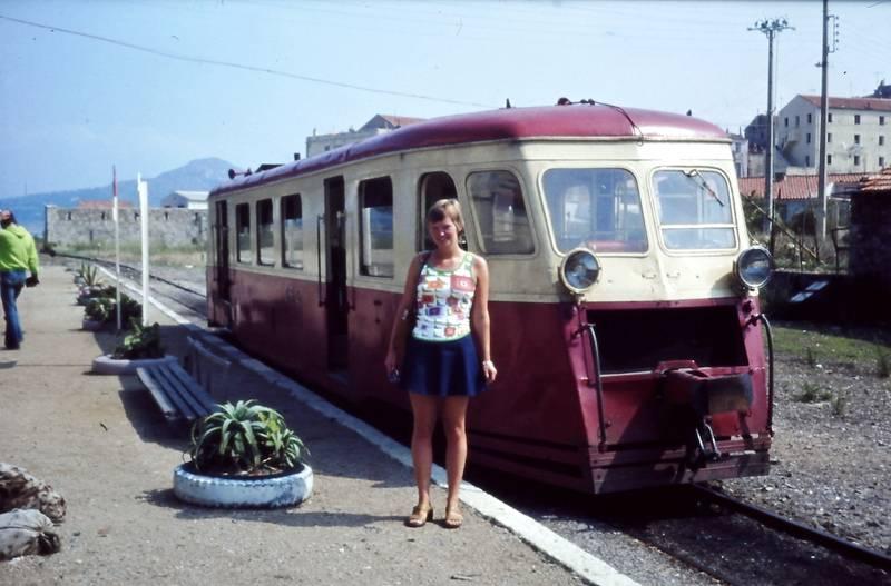 bahn, bahnsteig, Bikini, frau, korsika, Schmalspurbahn, Triebwagen