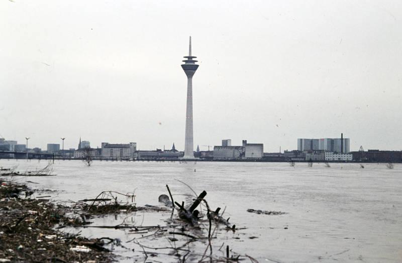 Düsseldorf, Hochwasser, Rhein, rheinturm