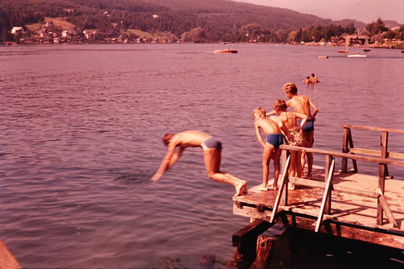 Aussicht, badeanzug, badehose, Badesee, boot, Gebirge, Kindheit, kopfsprung, köpper, Schwimmen, see, springen, Steg