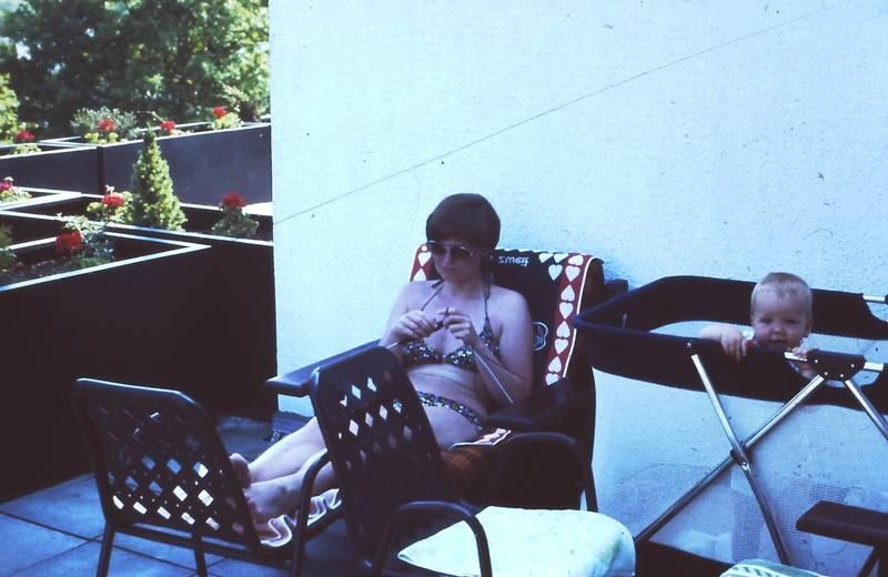 Bikini, frau, Gartenstuhl, Kindheit, kleinkind, Reisebett, sonnenbrille